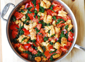 GARLIC PRAWNS WITH SPINACH AND TOMATOES